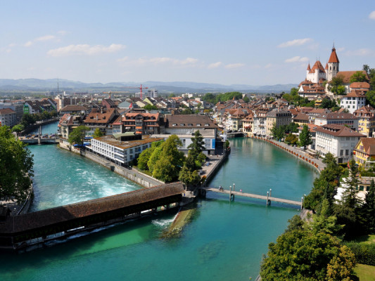 Lake Thun, the Aare, a stunning mountain panorama and a medieval town.