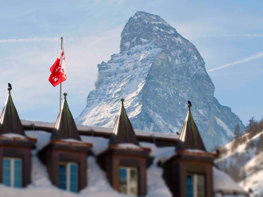 In the middle of the winter wonderland Zermatt, the Monte Rosa and the Mont Cervin Palace await you.