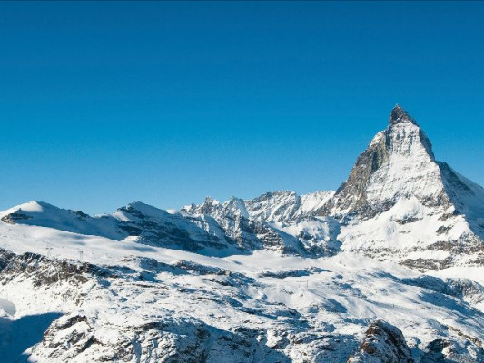 Never before have ski holidays in Zermatt been as cheap as with a Hotelcard.
