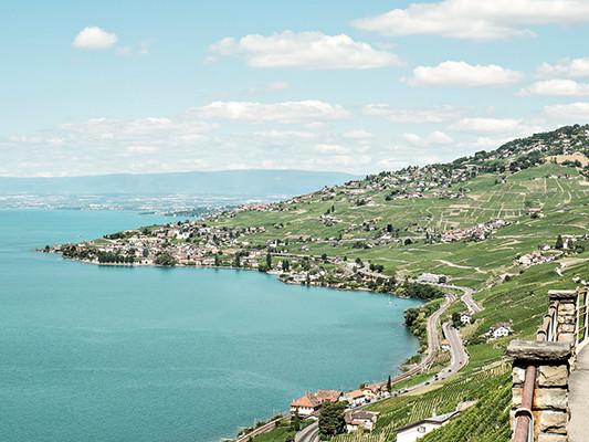 Découvrez la charmante capitale du canton de Vaud. Nous allons vous montrer pourquoi vous allez ado