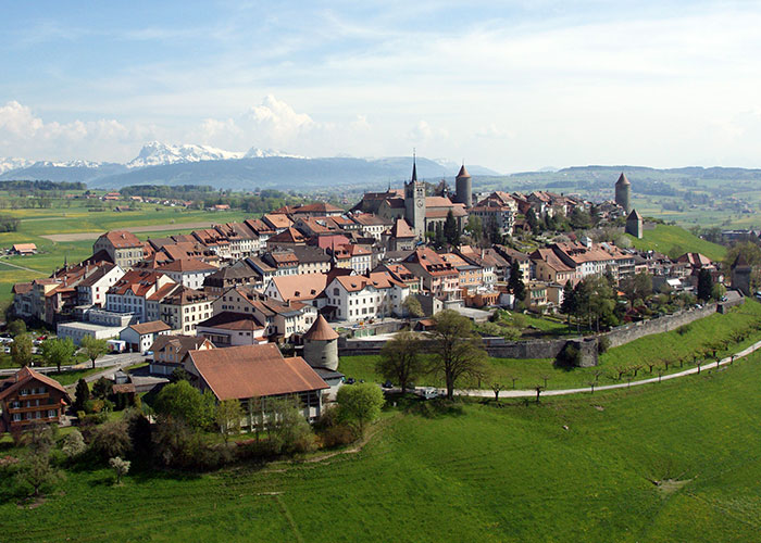 Hotels in Fribourg Region - Romont  The historical old town of Romont is partly situated on a hill and is very worth seeing. Rom