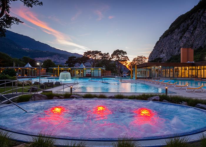 Hôtels dans la région du lac Léman - La source thermale la plus chaude de Suisse à Lavey-les-Bains  Lorsque les températures sont glaci