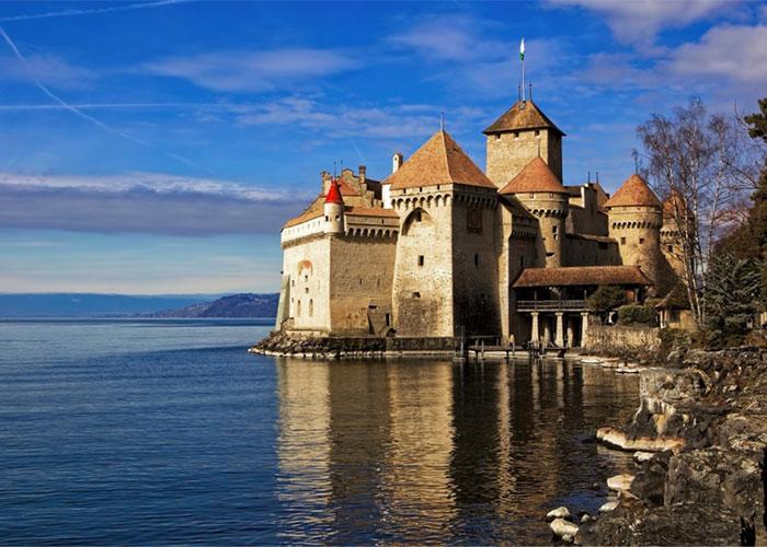 Hôtels dans la région du lac Léman - Montreux  Montreux est particulièrement réputé pour le château de Chillon, situé à 3 km de la
