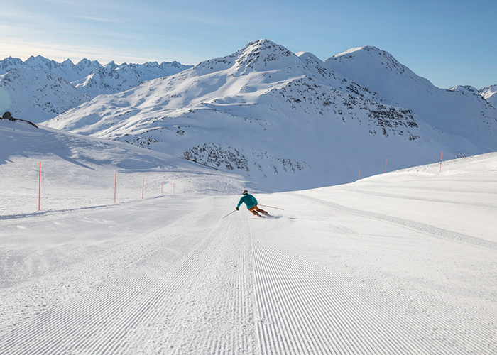 Lucerne and Lake Lucerne - Skiing in Andermatt  After the railway tunnel through the Gotthard was opened in 1882, Andermatt los