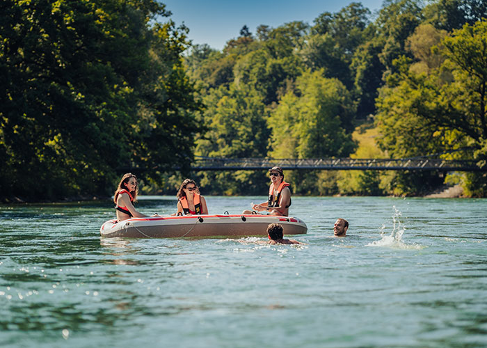 Hotels in Bern Region - Swimming in the Aare  The Aare with its greenish-blue water meanders around the houses in Bern's old