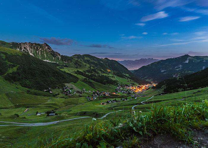 Hotel in Svizzera Orientale/Liechtenstein - Malbun  Malbun si trova a valle dell'omonima valle nel Liechtenstein orientale. L'Austria si trova p